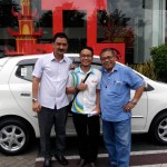 Foto Penyerahan Unit 8 Sales Marketing Mobil Dealer Daihatsu Pati Arif