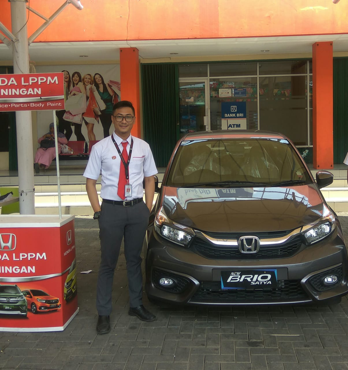 Sales Marketing Mobil Dealer Honda Budi