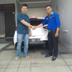 Foto Penyerahan Unit 1 Sales Marketing Mobil Mazda Budi