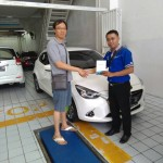 Foto Penyerahan Unit 3 Sales Marketing Mobil Mazda Budi