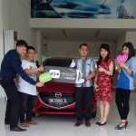Foto Penyerahan Unit 8 Sales Marketing Mobil Dealer Mazda Medan Chandra Putra