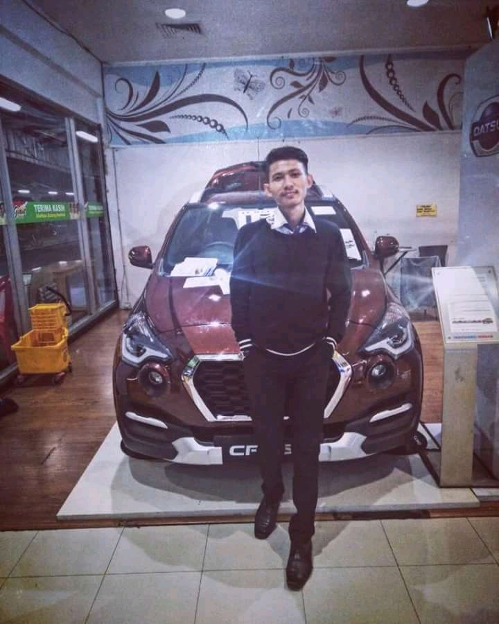 Sales Marketing Mobil Dealer Datsun Tangerang Robby