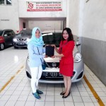 Foto Penyerahan Unit 1 Sales Marketing Mobil Dealer Nissan Tasikmalaya Devi