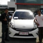Foto Penyerahan Unit 5 Sales Marketing Mobil Dealer Toyota Jember Hadi Toyota