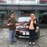 DO 2 Sales Marketing Mobil Dealer Wuling Diah