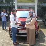 DO 3 Sales Marketing Mobil Dealer Wuling Veni