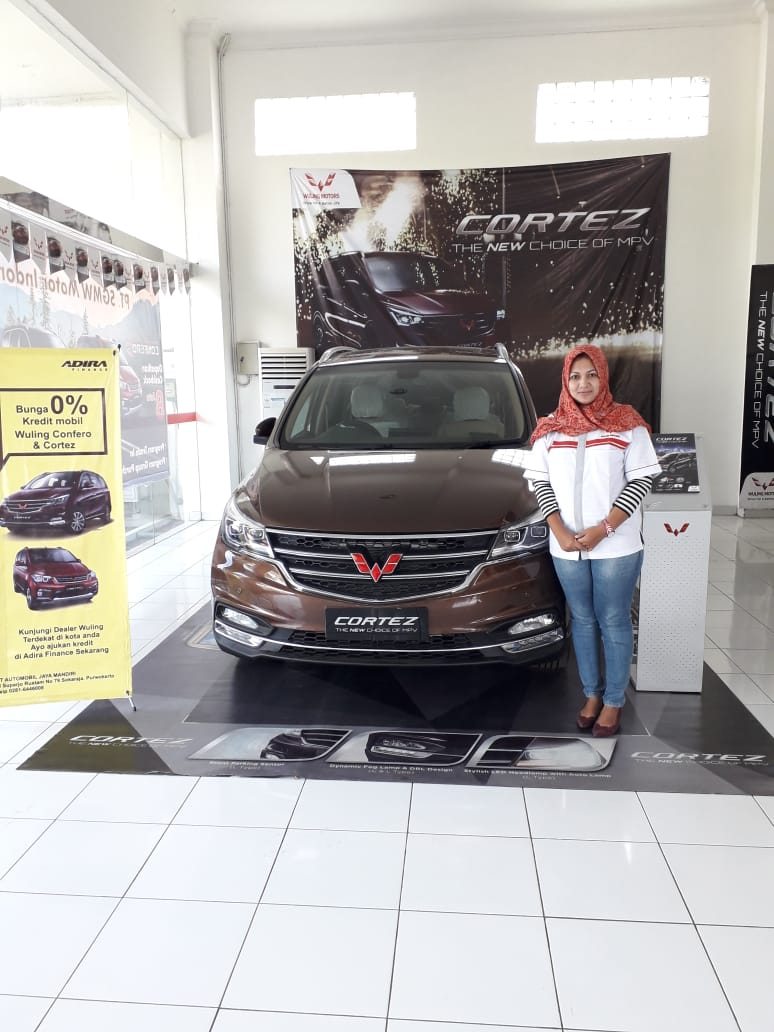 Sales Marketing Mobil Dealer Wuling Veni