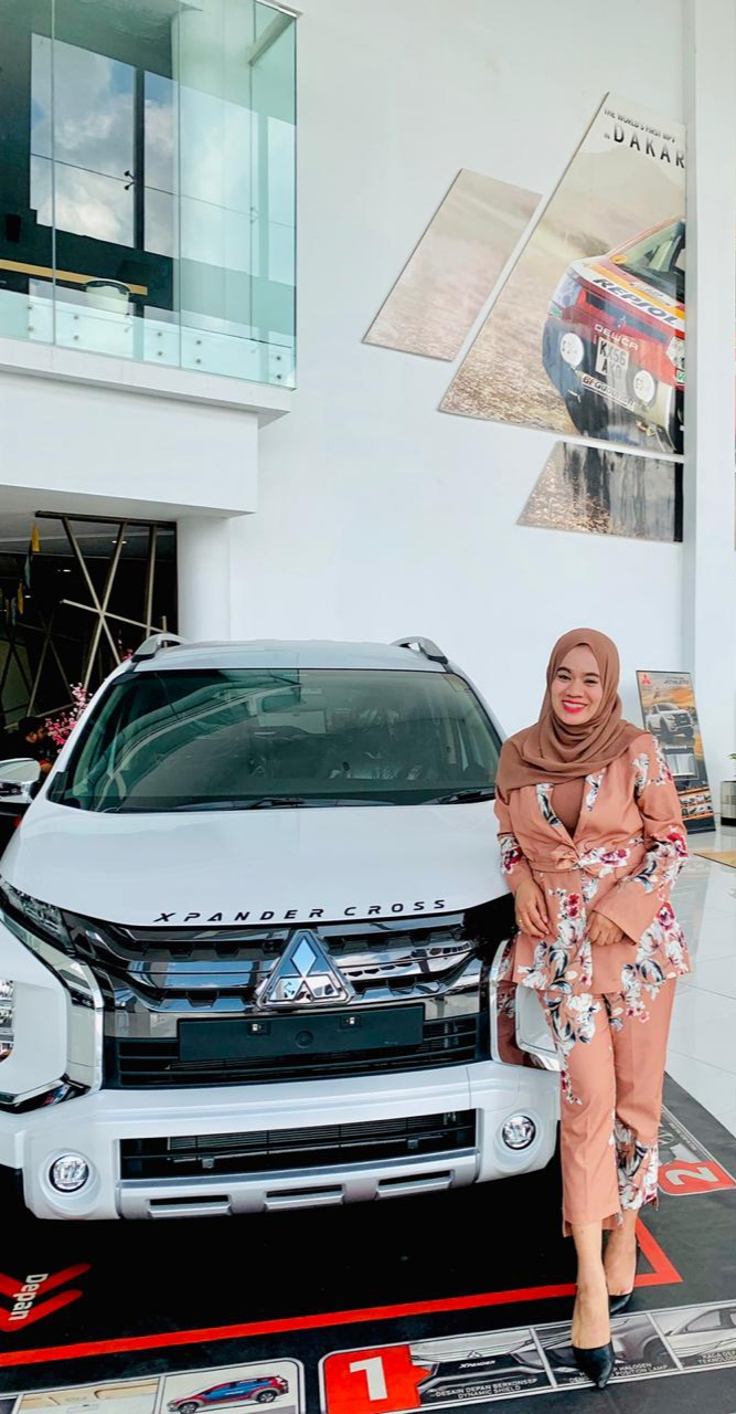 Sales Marketing Mobil Dealer Mitsubishi Wenny