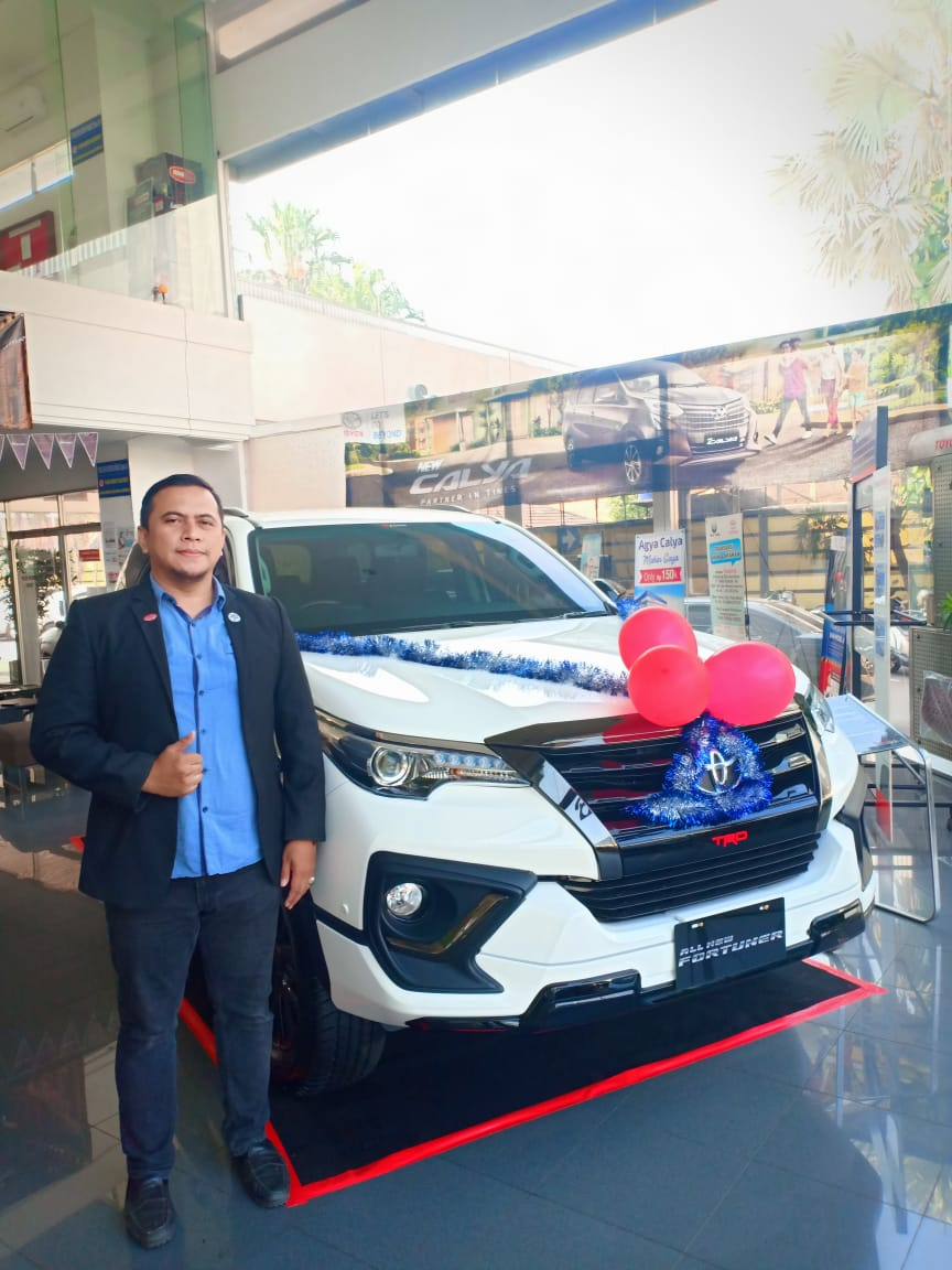 Sales Marketing Mobil Dealer Toyota Zaki
